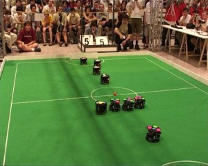 Die FU-Fighters (small-size) im Endspiel bei RoboCup 2004 in Lissabon